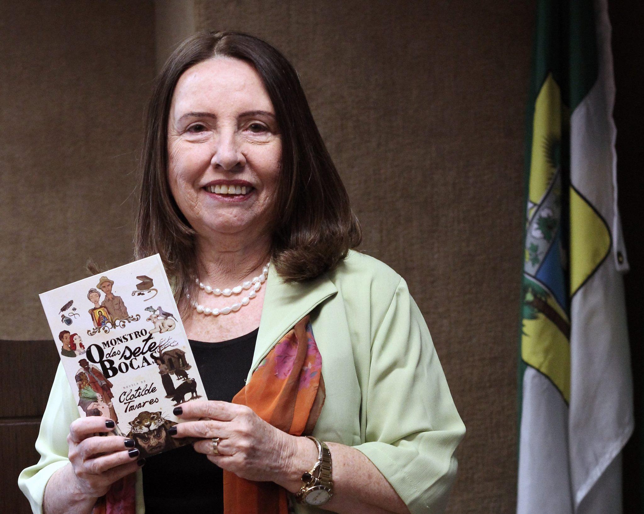 Do armorial ao virtual: Clotilde Tavares repensa o cordel