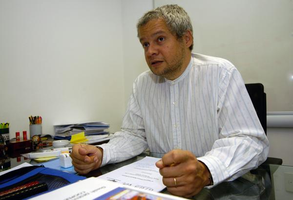 """Conferência: """"A Formação em Relações Internacionais no Brasil: diagnósticos e perspectivas"""" com o professor Paulo Esteves"""